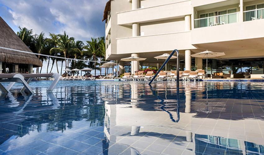 isla-mujeres-palace-pool